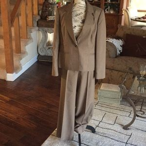 NINE WEST pant suit. Soft Olive green. SIZE: 12